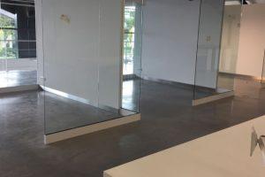 RVS Plint Autoshowroom